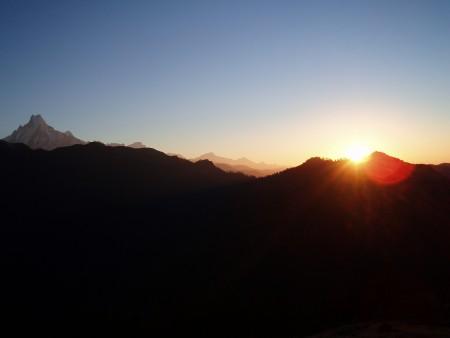 Tour des Annapurnas : Ghorepani   Poon Hill   Tadapani lever soleil machhapuchhere poon hill nepal 450x338