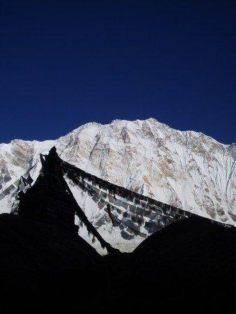 Tour des Annapurnas : Annapurna Base Camp   Bamboo   Sinuwa drapeaux de prieres annapurna 1 nepal 338x450
