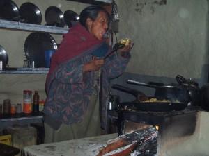 Tour des Annapurnas : Manang   Laddar (Letdar) cuisine traditionnelle laddar nepal 300x225