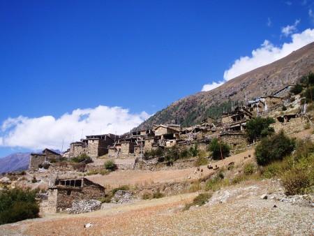 Tour des Annapurnas : Chame   Upper Pisang upper pisang tour des annapurnas nepal 450x338